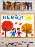 Disegno: Autunno tedesco di parola, alberi con le foglie dell'arancia e rosse e la gente sorridente, Immagine Stock Libera da Diritti