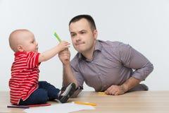 Disegno del figlio del bambino e del padre Fotografia Stock