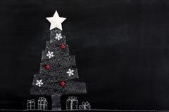 Disegno dell'albero di natale bianco con la decorazione degli ornamenti Fotografia Stock