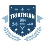 Disegno dell'emblema del distintivo del Triathlon Fotografie Stock Libere da Diritti