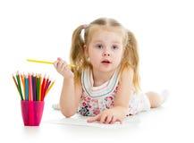 Disegno della ragazza con le matite di colore immagine stock