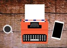Disegno di vecchia macchina da scrivere con il foglio bianco Fotografia Stock Libera da Diritti