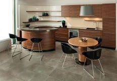 Disegno interno della cucina. Elegante e di lusso. immagine stock