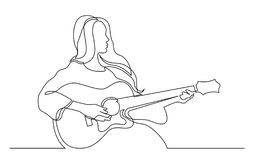 Disegno a tratteggio continuo della ragazza che gioca chitarra acustica royalty illustrazione gratis