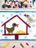 Disegno variopinto: Alimentatore dell'uccello, inverno e due uccelli svegli Alimentatore per gli uccelli Fotografia Stock