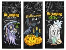 Diseño del bosquejo de la tiza del partido de Halloween en la pizarra Imágenes de archivo libres de regalías