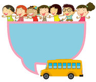 Diseño del capítulo con los niños y el autobús escolar Fotos de archivo libres de regalías