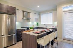 Diseño interior de la cocina moderna Imagen de archivo libre de regalías