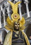 Disfraz veneciano de oro Imágenes de archivo libres de regalías