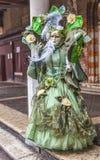Disfraz veneciano verde complejo Fotos de archivo