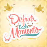 Disfruta cada momento - Enjoy every moment spanish text Royalty Free Stock Photos
