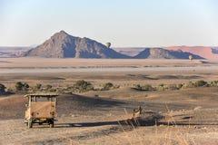 Disfrutando de la belleza de Namibia temprano por la mañana en la puesta del sol imagenes de archivo