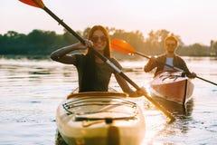 Disfrutar de aventura del río Imágenes de archivo libres de regalías