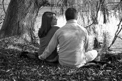 Disfrutar de la compañía y del amor de cada uno foto de archivo
