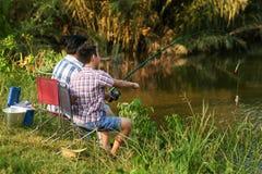 Disfrutar de la pesca Fotos de archivo libres de regalías