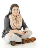Disfrutar de música del teléfono celular Imagen de archivo libre de regalías