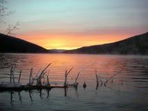 ¡Disfrutar de una puesta del sol hermosa del lago del bribón! fotografía de archivo