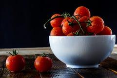 Disfrute de la comida italiana fotografía de archivo