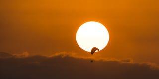 Disfrute de la puesta del sol Foto de archivo libre de regalías