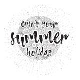 Disfrute de sus vacaciones de verano, tarjeta dibujada mano y caligrafía de las letras Foto de archivo