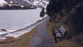 Disfrute del invierno en las montañas almacen de video