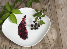Dish with blackberry jam Royalty Free Stock Photos