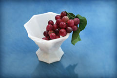Dish of Grapes Royalty Free Stock Photography