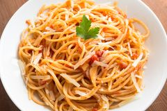 Spaghetti with tomato and cheese Royalty Free Stock Photography