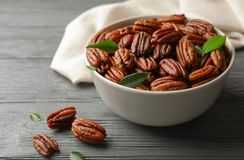 Free Dish With Tasty Pecan Nuts Royalty Free Stock Photo - 132793145