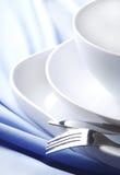 Dishware auf der Tischdecke Stockbilder