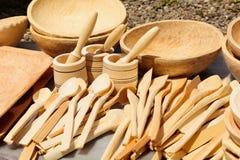 Dishware de madeira cinzelado tradicional fotografia de stock royalty free