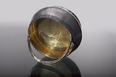 Dishware de plata en la placa de cristal Imagenes de archivo
