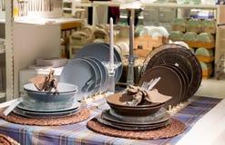Dishware e loja home da decoração imagens de stock royalty free