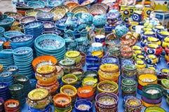 Dishware en el mercado Fotos de archivo