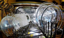 dishwasher Glasswares w koszu zdjęcia royalty free