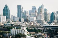 Disig sikt av skyskrapor i Bangkok, Thailand Royaltyfri Foto