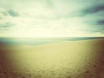 Disigt landskap med havs- och sanddyn Royaltyfri Bild