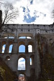 Disimule el puente del ½ Krumlov del castillo y de Chateu ÄŒeskà del estado Fotografía de archivo