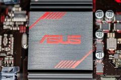 Disipador de calor de Asus en un mainboard más de la prima 350 del asus Fotografía de archivo libre de regalías