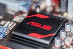 Disipador de calor de Asus en un mainboard más de la prima 350 del asus Imagen de archivo libre de regalías