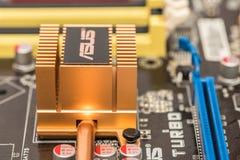 Disipador de calor del chipset de Asus en la placa madre Foto de archivo