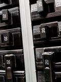 Disjuntores no painel elétrico imagens de stock royalty free
