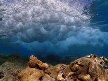 Disjuntores no recife Imagens de Stock