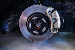Diskettbromsar som stoppar avbrottet, bilupphängningen och begreppet för billagerdelar - 2 arkivbilder