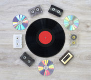 Diskette der Retro-, Vinylaufzeichnung, Audiokassette und CD Stockfoto