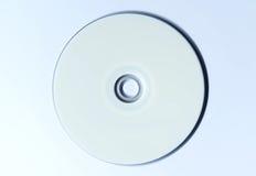Diskette des freien Raumes der CD DVD auf weißer Tabelle Lizenzfreies Stockbild