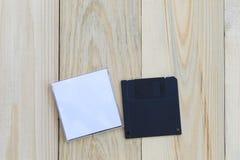 Diskette op houten vloerachtergrond Royalty-vrije Stock Afbeeldingen
