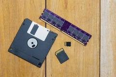 Disketten, SD-kortet, mikroSD-kortet och minnet sattes tillsammans Royaltyfri Fotografi