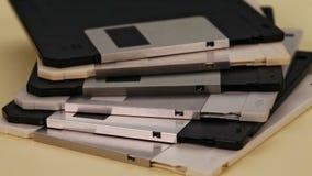 3 diskettes del ordenador de 5 pulgadas en una pila