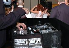 Diskjockey an der Hochzeit Stockbild